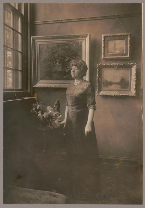Mrs. Woodrow Wilson (Ellen Louise Axson), full-length portrait, standing by window in room with paintings, facing left